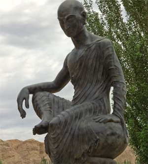 Kumārajīva (344–413 CE)