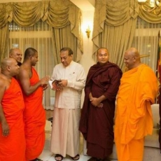 Buddhism: Dress code