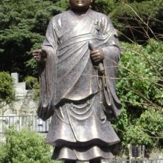Nichiren | statue